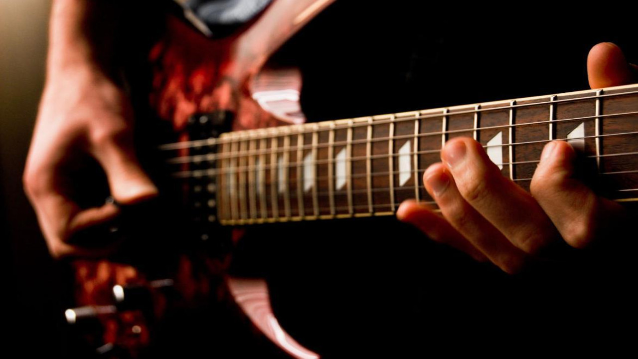 Why Should You Opt For Guitar Classes?